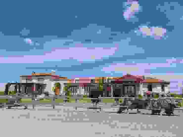 Vivienda en Algodon Wine Estates - Lote E12 de Azcona Vega Arquitectos Colonial