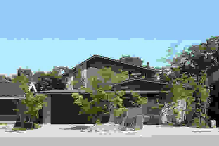 森と暮らす家  -週末住宅-: Studio tanpopo-gumi 一級建築士事務所が手掛けたリゾートハウスです。,モダン