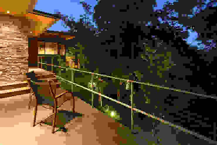 森と暮らす家  -週末住宅-: Studio tanpopo-gumi 一級建築士事務所が手掛けた別荘です。,モダン