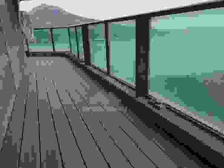 Balcone, Veranda & Terrazza in stile asiatico di 新綠境實業有限公司 Asiatico PVC