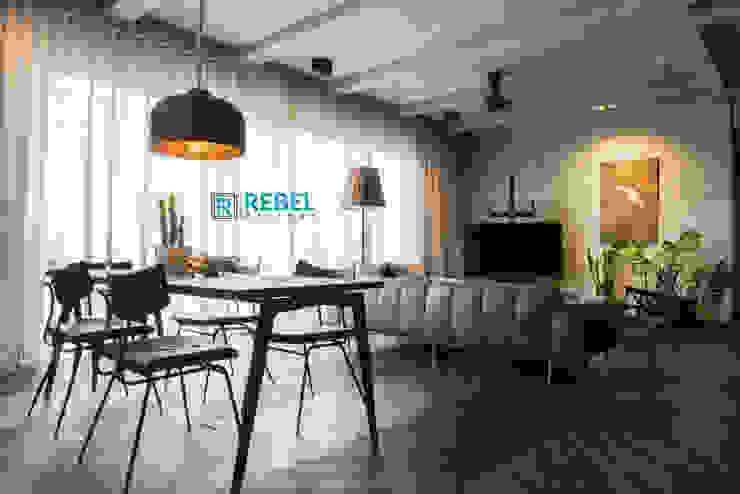 Living room in apartment 3 BHK Modern living room by Rebel Designs Modern Wood Wood effect