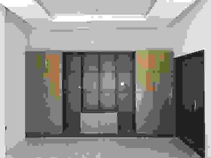 Wardrobe:modern  oleh PT. Leeyaqat Karya Pratama, Modern