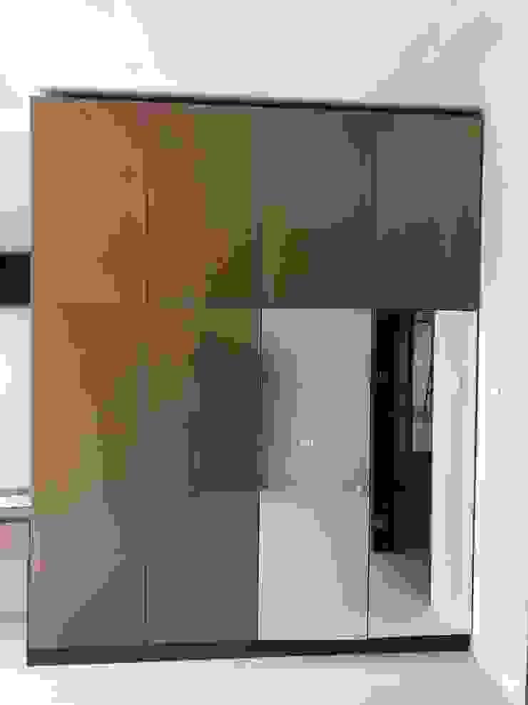 wardrobe 2:modern  oleh PT. Leeyaqat Karya Pratama, Modern