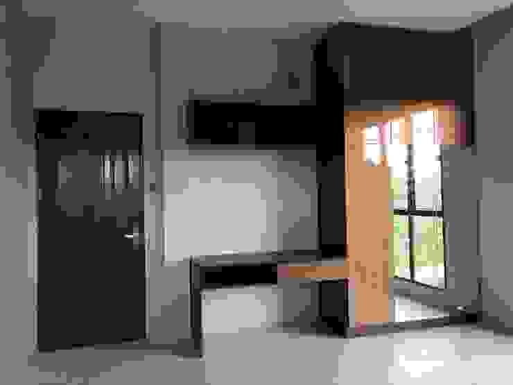 wardrobe 3:modern  oleh PT. Leeyaqat Karya Pratama, Modern