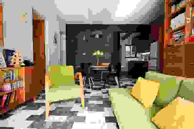 藍綠相間大理石地板 Asian style living room by 直方設計有限公司 Asian Marble