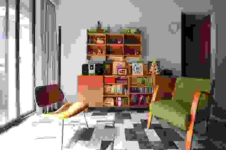 大理石地板與書櫃的搭配帶來復古風味 根據 直方設計有限公司 日式風、東方風 大理石