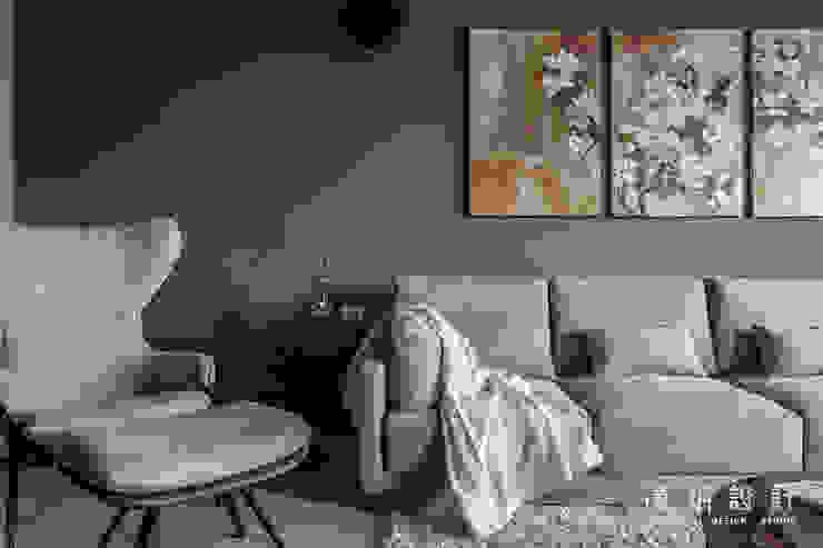 客廳另一個視角 现代客厅設計點子、靈感 & 圖片 根據 漢玥室內設計 現代風