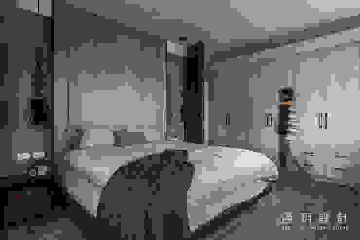 沉穩大方的臥室 根據 漢玥室內設計 現代風