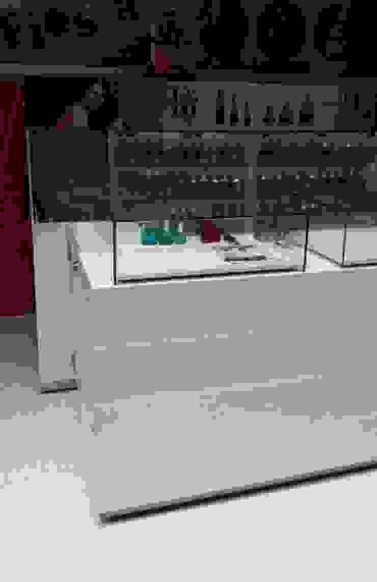 Perfumes Factory de QBICUS SAS Moderno Madera Acabado en madera