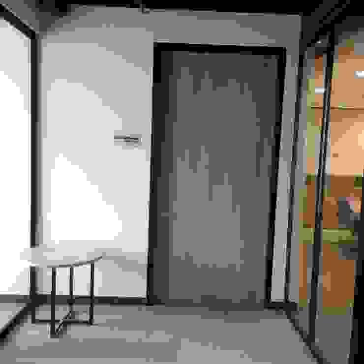 Puertas Fincomercio de QBICUS SAS Moderno