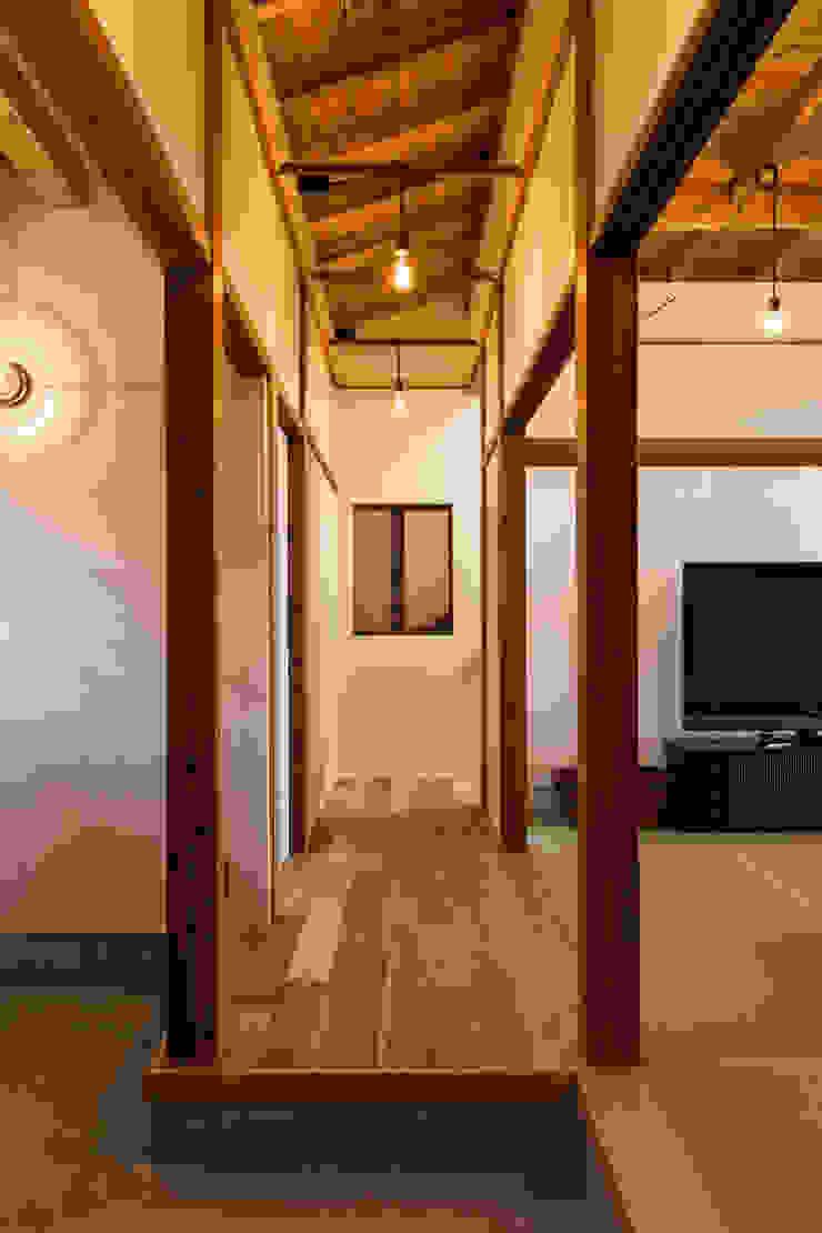 エヌ スケッチ Asian style corridor, hallway & stairs