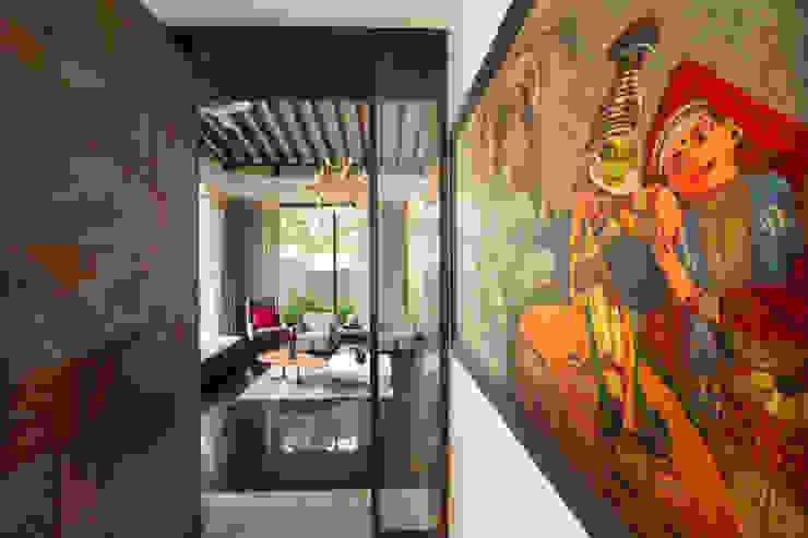 Minimalistischer Flur, Diele & Treppenhaus von Kembhavi Architecture Foundation Minimalistisch