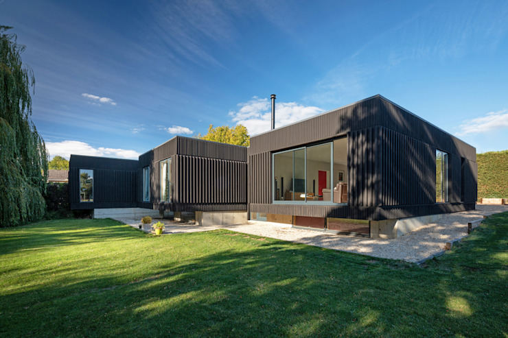 Black House by Adrian James Architects Modern Wood Wood effect