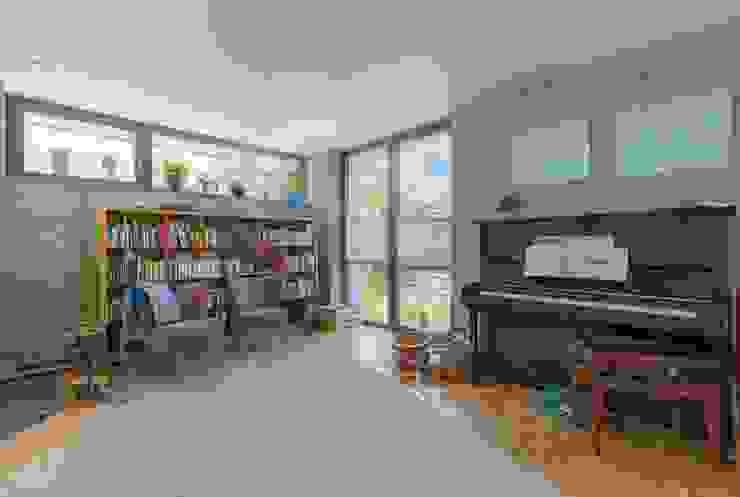 EFH in Weilheim WSM ARCHITEKTEN Moderne Wohnzimmer
