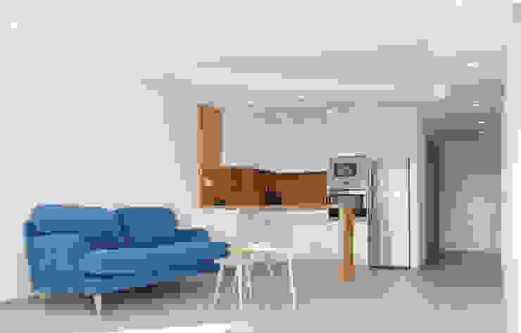 Apartamento frente al mar Livings de estilo moderno de Loft 26 Moderno Cerámico