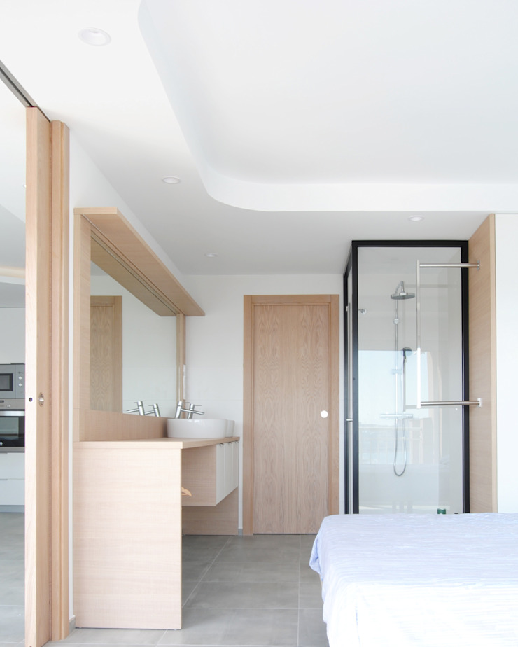 Apartamento frente al mar Baños de estilo moderno de Loft 26 Moderno Madera Acabado en madera