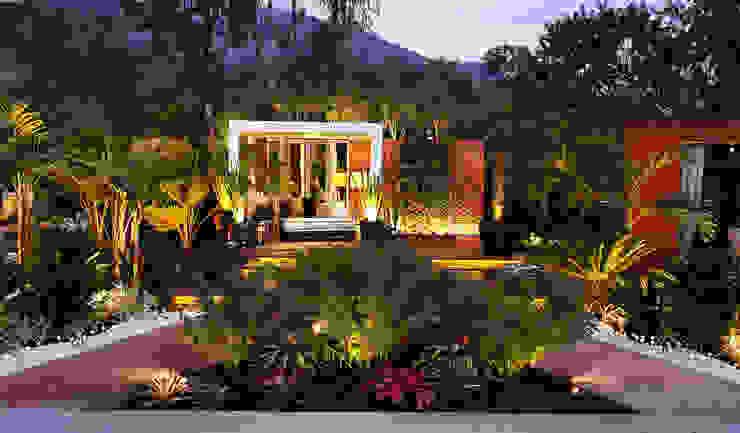 Jardines de estilo tropical de Marcia Lenz Paisajismo Tropical