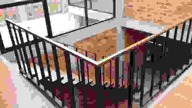 od Creer y Crear. Arquitectura/Diseño/Construcción Eklektyczny Drewno O efekcie drewna