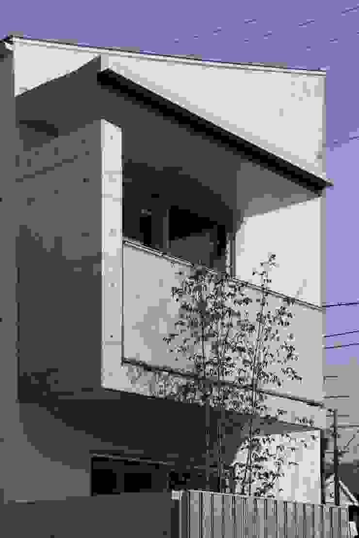 Modern balcony, veranda & terrace by Abax Architects Modern