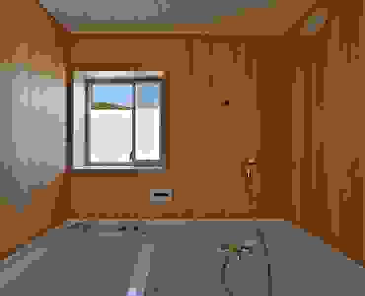 Modern bathroom by Abax Architects Modern