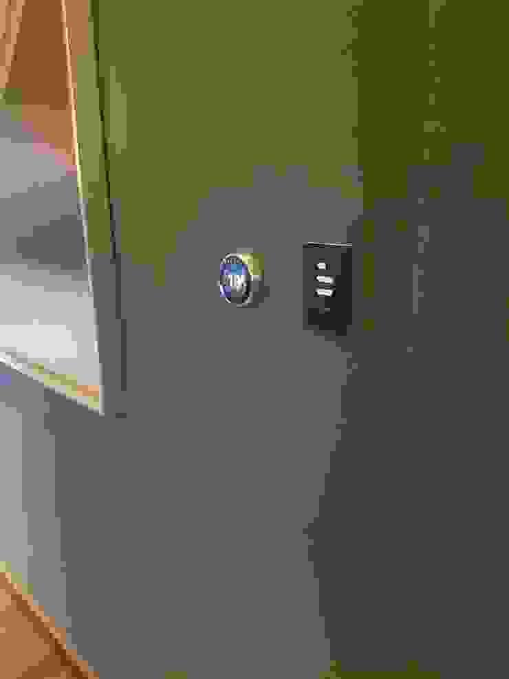 Ataxia Servicios Modern corridor, hallway & stairs