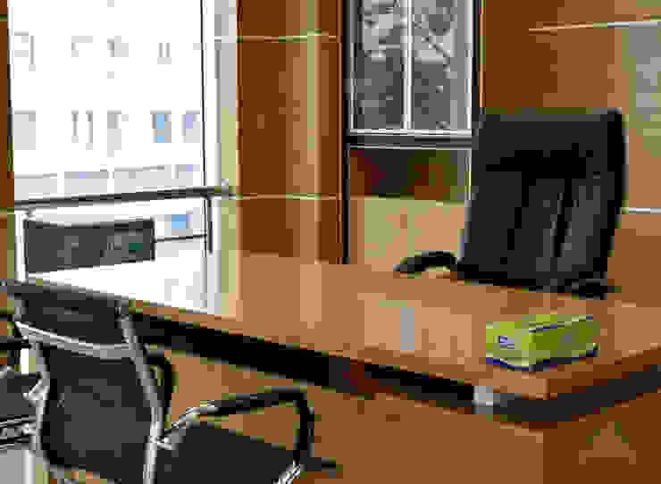 VĂN PHÒNG WPL INTERNATIONAL TẠI TP HCM Phòng học/văn phòng phong cách hiện đại bởi VAN NAM FURNITURE & INTERIOR DECORATION CO., LTD. Hiện đại