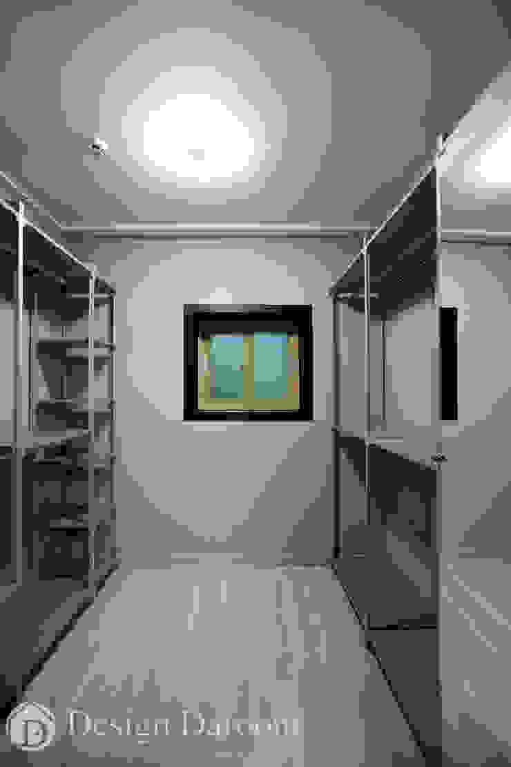 Vestidores de estilo moderno de Design Daroom 디자인다룸 Moderno