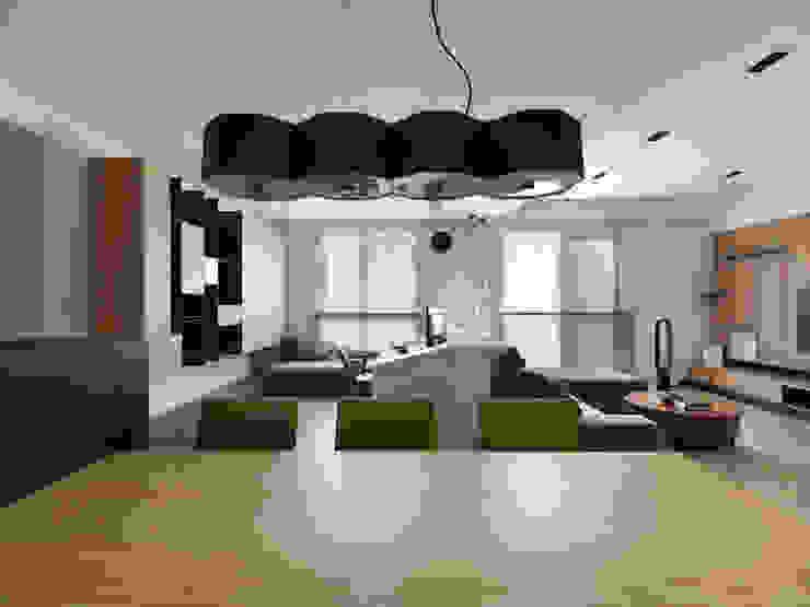 Scandinavian style dining room by 中介空間設計 Scandinavian