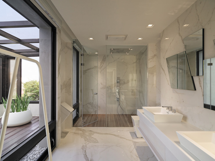 Kamar Mandi Modern Oleh HJF建築室內設計 Ho Jia-fu Interior Design Co., Ltd. Modern Marmer