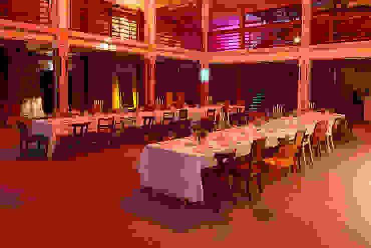 Golden Dinner Moderne Veranstaltungsorte von Hotel ULTRA Concept Store Modern