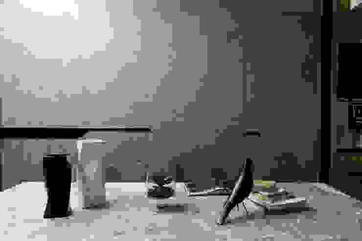 永和 夏邸: 現代  by 16.A.DesignCrew, 現代風