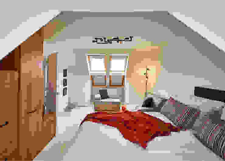 The Vaulted Industrial Bedroom Industriale Schlafzimmer von Aorta the heart of art Industrial