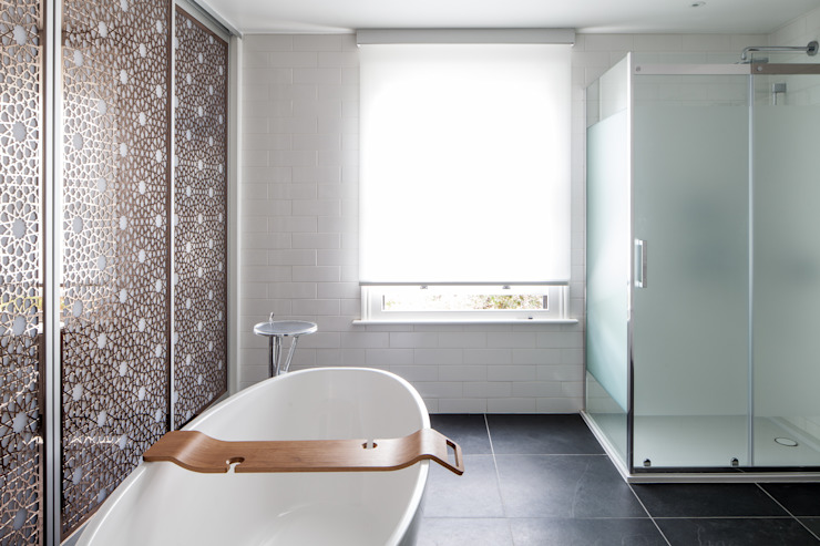 Bathroom:  Bathroom by Red Squirrel Architects Ltd,