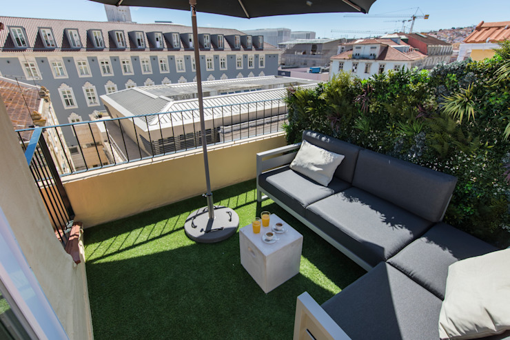 JARDIM VERTICAL - DUPLEX SANTOS LISBON Varandas, marquises e terraços modernos por Wonder Wall - Jardins Verticais e Plantas Artificiais Moderno