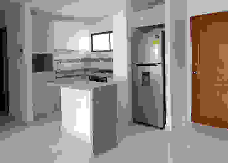 Reforma cocina integral de Remodelar Proyectos Integrales Moderno Tablero DM