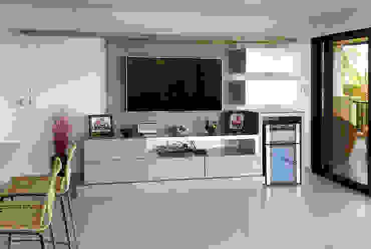 Remodelación apartamento Comedores de estilo moderno de Remodelar Proyectos Integrales Moderno Tablero DM