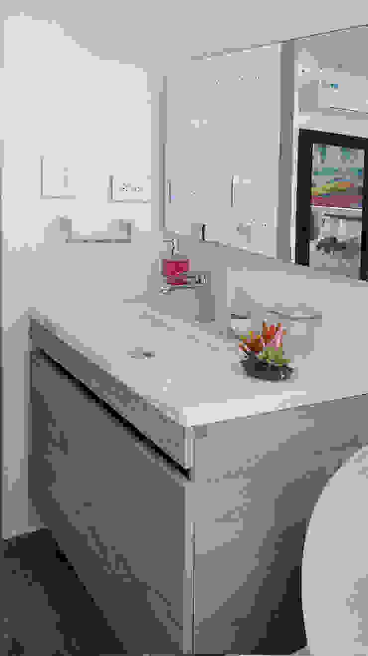 Reforma de baños Baños de estilo moderno de Remodelar Proyectos Integrales Moderno Cerámico