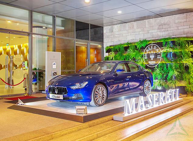 SHOWROOM MASERATI bởi VAN NAM FURNITURE & INTERIOR DECORATION CO., LTD. Hiện đại