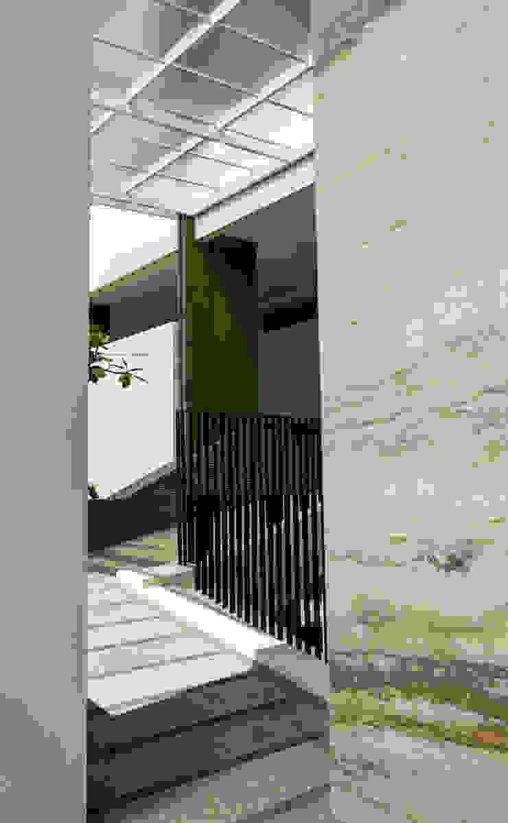 Adapted To Present Oleh AIGI Architect + Associates Minimalis Beton