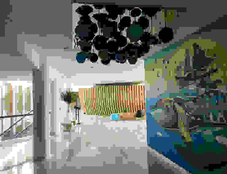 Adapted To Present Koridor & Tangga Minimalis Oleh AIGI Architect + Associates Minimalis Beton