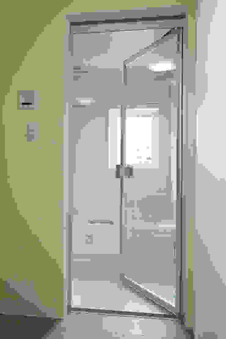 Scandinavian style bathroom by アーキシップス古前建築設計事務所 Scandinavian