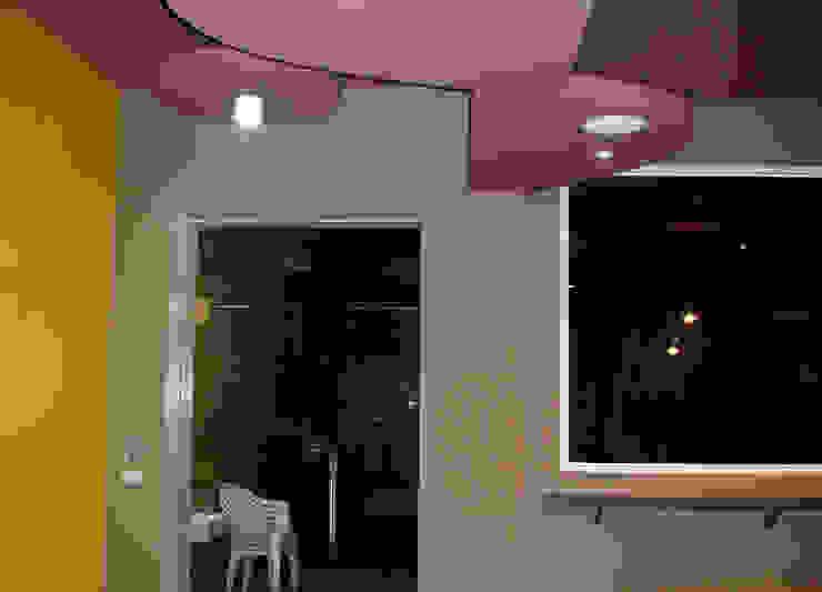 來去輔大吃雙淇淋 现代客厅設計點子、靈感 & 圖片 根據 TGDesgin.Studio 現代風
