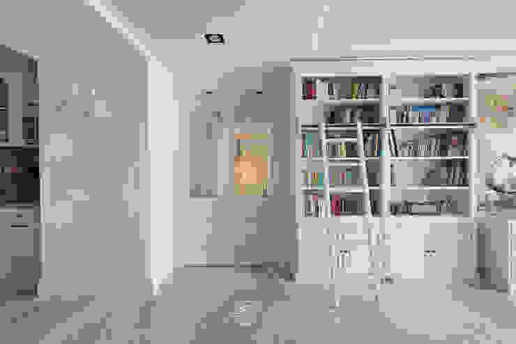 走廊與隔間 Classic style corridor, hallway and stairs by 禾廊室內設計 Classic