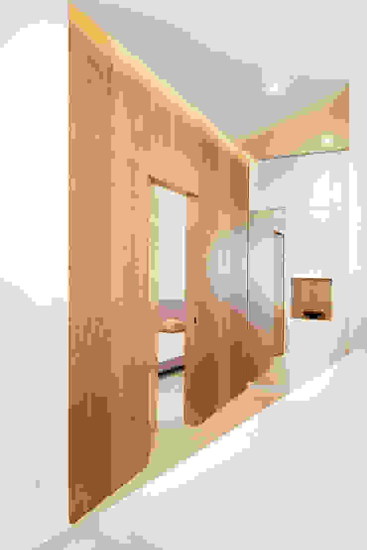 manuarino architettura design comunicazione Moderner Flur, Diele & Treppenhaus Holz