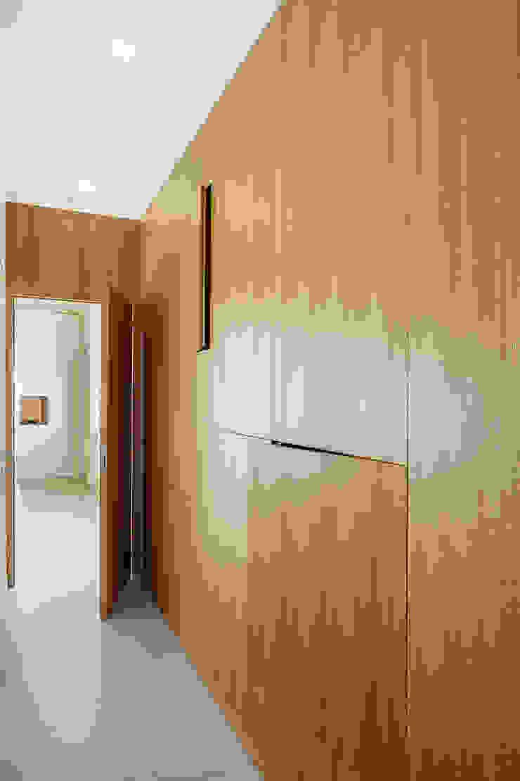 manuarino architettura design comunicazione Moderner Flur, Diele & Treppenhaus