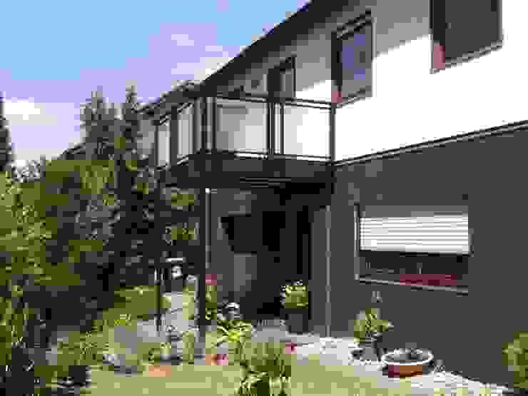 Montage & Design Gunter Uhlig Classic style houses Aluminium/Zinc Brown