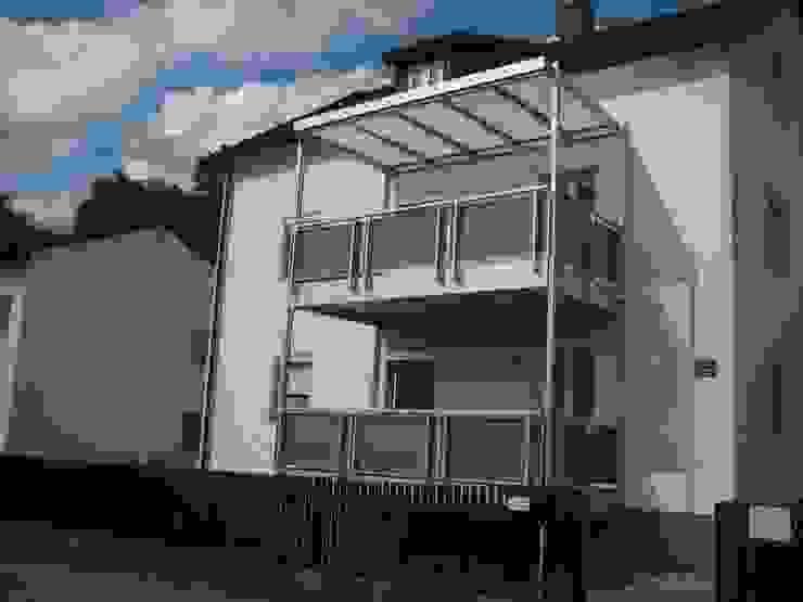 Montage & Design Gunter Uhlig Classic style houses Aluminium/Zinc Metallic/Silver