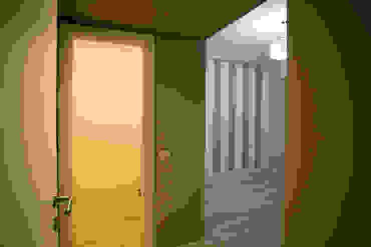 Appartamento Milano via Rembrandt – 78 mq Ingresso, Corridoio & Scale in stile moderno di Ristrutturazione Case Moderno