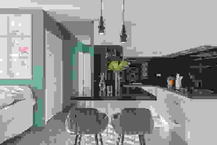 Country style kitchen by 層層室內裝修設計有限公司 Country