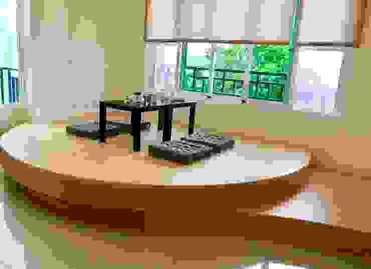 起居室 造型架高地板 根據 艾莉森 空間設計 日式風、東方風 複合木地板 Transparent